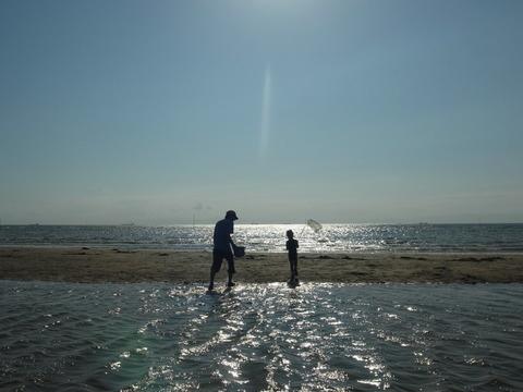 かにかにの砂浜アート