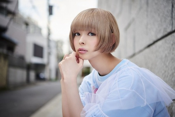 【悲報】日本人女さん、金髪ショートが似合わなすぎる……