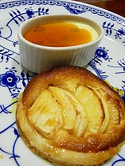 リンゴのタルトとクレーム・ランヴェルセ