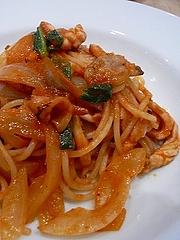 スパゲッティ スルメイカとハタマネギのフレッシュトマトソース