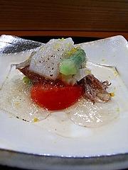 平貝・ホタルイカ・フルーツトマト・蓮芋(青芋茎 あおずいき)・甘野老(あまどころ)・土佐酢のジュレ