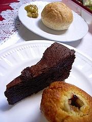 パン、ガトーショコラ、ルバーブのマフィン