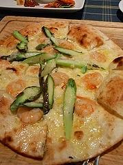 海老とアスパラガスのピザ