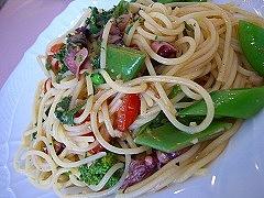 富山産ホタルイカと春野菜、有機トマトのスパゲティーニ バジリコ風味
