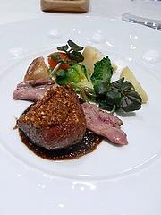フランス産鴨ムネ肉のロースト 季節のフルーツソースで