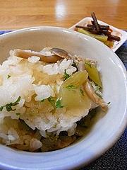 山菜と茸の土鍋鯛飯