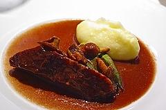 牛の赤ワイン煮とマッシュポテト