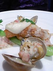鮮魚のポワレ 長野県産グリーンアスパラのエチュベ アサリと粒マスタードのソース
