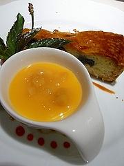 ダークチェリーのタルト、パンナコッタにマンゴーソース