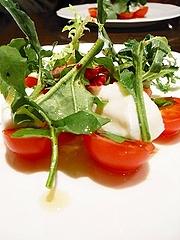 水牛のモッツァレラと安曇野産トマトのサラダ