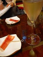 シャンパーニュとバイヨンヌ豚の生ハム