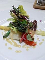 野菜の盛り合わせ ホワイトアスパラ以外は地物、ビーツ、紫蘇の花