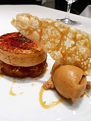クランブル・サレ仕立てのマンゴーのキャラメリゼ、塩キャラメルとそのシブースト