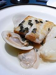 スズキと蛤のスープ仕立てバジルの香り