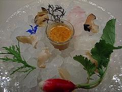 「氷と貝と魚」お刺身をトムヤムクンスープで