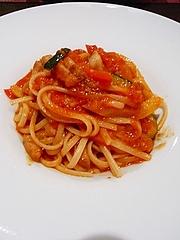 パンチェッタと彩り野菜のトマトソースリングイネ