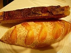プティ・バゲットとパン・ド・カンパーニュ