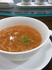 ズワイガニとフカヒレのスープ