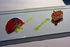 蟹肉詰めトマトのコンフィとホタテのポアレ