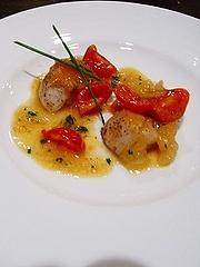 北海道産ホタテの炙り プチトマトと柚子胡椒のソース