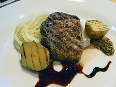イベリコ豚のグリル、バルサミコソース、白菜のブレゼ添え