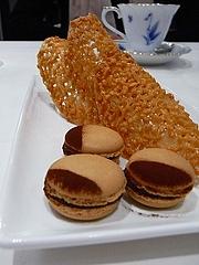 ミニャルディーズ チョコレートのマカロン 蜂蜜のキャラメル