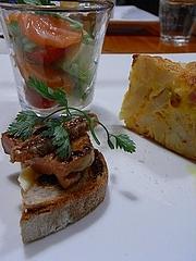 サーモンの瞬間プレゼとアボカドのグラス フォアグラと白イチヂクのカナッペ じゃがいもとゴルゴンゾーラとソーセージのキッシュ