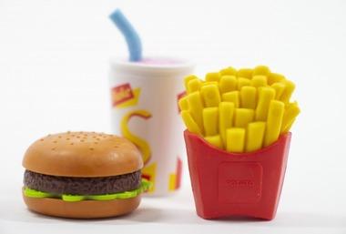 ワイ「マックで一番好きなハンバーガーは?」バカ「ダブルチーズバーガー!」ワイ「はぁ…」
