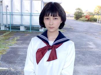 セーラー服姿の昭和な鈴木絢音さん!