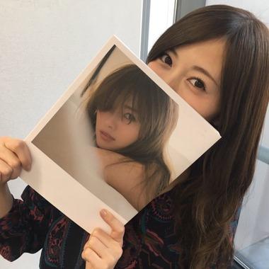 白石麻衣さん写真集、また重版で32万部を突破!勢いが止まらない!