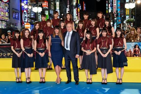 乃木坂46メンバー集合写真、黒髪もうほとんどいないんだな・・・。