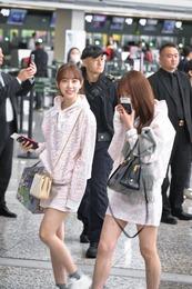 鈴木絢音ちゃん、プライベートはPRADAの25万円のバッグを使用!