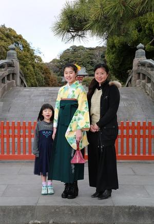 鎌倉小学生卒業袴家族写真