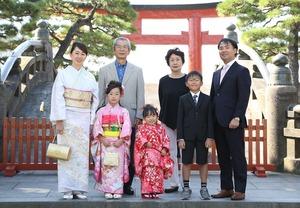 鶴岡八幡宮七五三家族 屋外写真