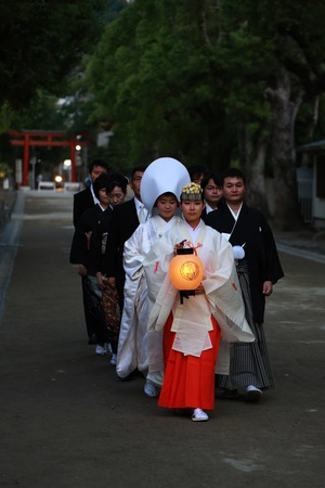 鶴岡八幡宮幸あかり結婚式参進写真