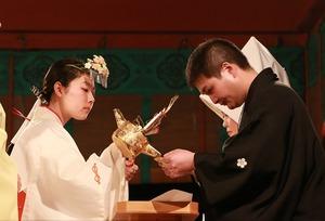 鶴岡八幡宮幸あかり結婚式三々九度写真