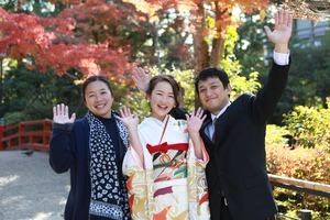 鶴岡八幡宮紅葉振袖家族写真