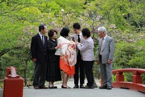 鶴岡八幡宮お宮参りロケーション撮影家族写真