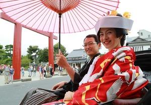 鶴岡八幡宮結婚式色打掛人力車写真