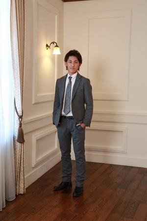 鎌倉成人男子スーツ写真