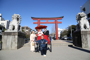鎌倉人力車成人振袖前撮り鶴岡八幡宮