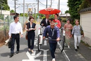 鎌倉成人振袖人力車ロケーション写真家族