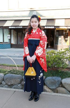 鎌倉小学生卒業式 赤小花紺小花袴