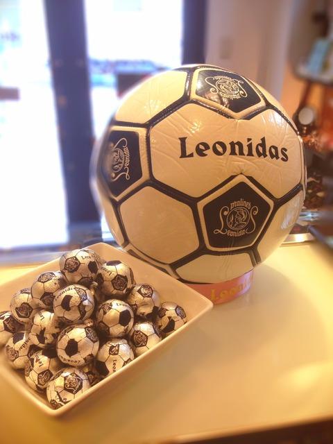 サッカーボールとチョコ