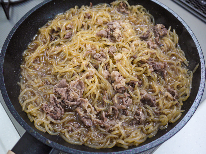 糸こんのすき炒め煮(牛肉入り)11