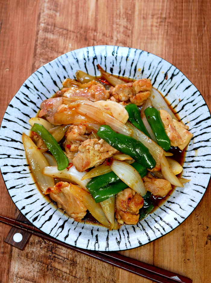 チキンと新玉の生姜焼き(インスタ)のコピー