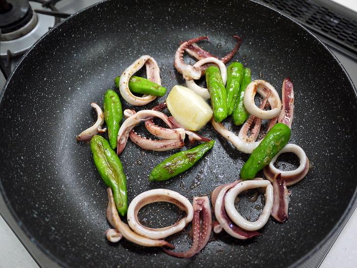 イカとシシトウのバター醤油炒め9