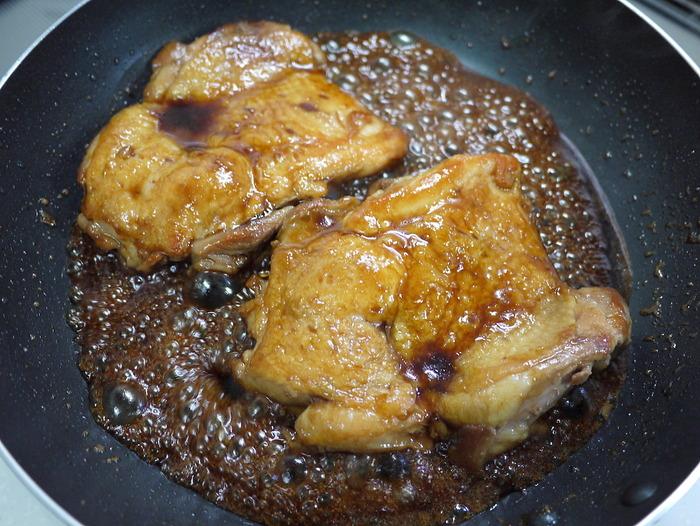 皮面はカリッと焼いて「鶏の照り焼き」13のコピー