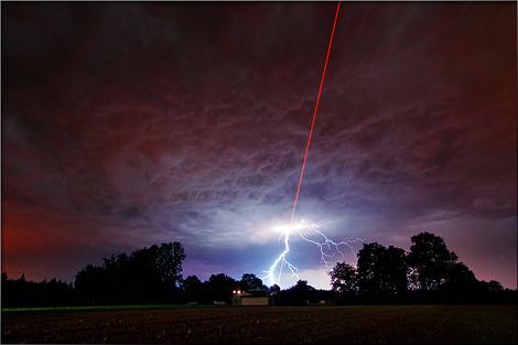 Laser-Meets-Lightning_ESO-M