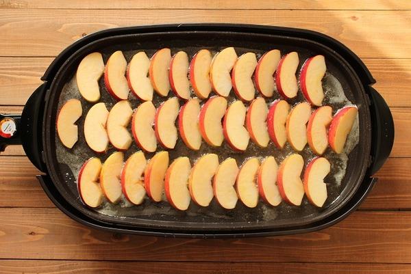 ホットプレートで焼きリンゴレシピ1